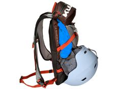 Minimalist pack, keep what you need for a day on the hill. Lift-friendly and light weight. Minimalist Packing, Ski Sport, Go Skiing, Best Skis, Lightweight Backpack, Backpack Reviews, Cross Country Skiing, Daisy Chain