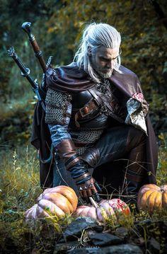 Something strange in this pumpkin patch. [Geralt cosplay by me] Something strange in this pumpkin patch. [Geralt cosplay by me] The Witcher 3, Witcher 3 Geralt, The Witcher Wild Hunt, The Witcher Books, Witcher Art, Medieval Fantasy, Dark Fantasy, Fullhd Wallpapers, Character Inspiration