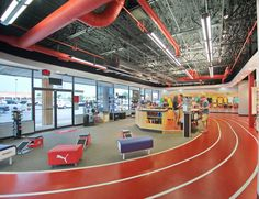 The track relates very nicely to the athletic store. It's always fun to see the seem of the item you are buying. While buying the item you are automatically envisioning it while on a track. Gym Interior, Office Interior Design, Office Interiors, Running Stores, Shoe Store Design, Innovative Office, Indoor Track, Academia Fitness, Bedroom Door Design