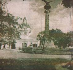 San Cristóbal, antigua Plaza de La Ermita, con un águila que años más tarde desapareció misteriosamente