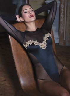 The Caviar Baroque body is a true show stopper - with a tantalising plunge and symmetrical gold guipure front panels, this body is engineered to fit perfectly to feminine curves