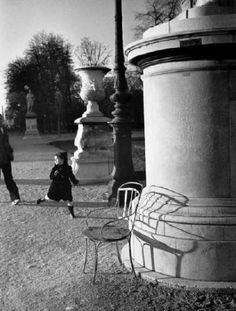 Estate of André Kertész Jardin des Tuileries, Paris, 1980 presented by Stephen Bulger Gallery Andre Kertesz, Tuileries Paris, Jardin Des Tuileries, Mondrian, Old Photography, Street Photography, Henri Cartier Bresson, Robert Doisneau, Gelatin Silver Print