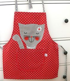 kočička+parádnice+bavlněná Sewing Crafts, Sewing Projects, Childrens Aprons, Christmas Aprons, Country Quilts, Cat Bag, Sewing Aprons, Mish Mash, Aprons Vintage