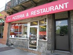 To Sal's Pizzeria in Mamaroneck to pick up a salad pizza (or two)! #ridecolorfully