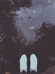 Rainy day photography #rain #photo #photography #shoes #vsco #grunge #indie #aesthetic #leaves