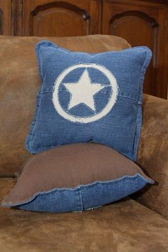 One Pair Recycled Denim Jeans Pillows - Texas Star Design. via Etsy. (add red for Capt. Sewing Pillows, Diy Pillows, Blue Pillows, Decorative Pillows, Denim Decor, Texas Star, Denim Ideas, Jeans Denim, Diy Jeans
