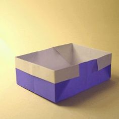 The lovely origami traditional box is a great box to start with for the origami beginner, as it is a nice simple design and looks lovely as well. Easy Oragami, Cute Origami, Origami Heart, Useful Origami, Origami Box, Origami Paper, Origami Ideas, Easy Paper Crafts, Diy Crafts