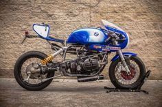 """Pepo Rosell of XTR Pepo has turned another stunner. This time it's a 1992 BMW endurance racer. The bike is nicknamed """"Don Luis."""" Says Pepo: About the name of the bike, this is the [. Cafe Racer Style, Cafe Racer Girl, Bmw Cafe Racer, Cafe Racer Motorcycle, Motorcycle Gear, Cafe Racers, Women Motorcycle, Motorcycle Quotes, Motorcycle Style"""