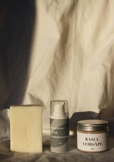 kr 210,-Pakken ... Candle Jars, Candles, Rosacea, Candy, Candle Sticks, Candle