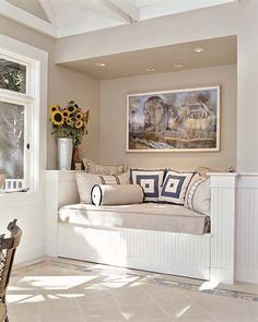 """Alcove daybed (© """"New Built-Ins Idea Book."""" Photo by David Duncan Livingston)"""