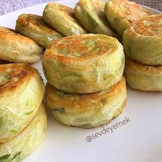 İdeen Easy Cake making-of-nusszopf, making nusszopf, Turkish Recipes, Ethnic Recipes, Just Pies, Shrimp Cakes, Snack Recipes, Dessert Recipes, Good Food, Yummy Food, Eastern Cuisine
