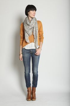 Love the color combination and that scarf (I adore)
