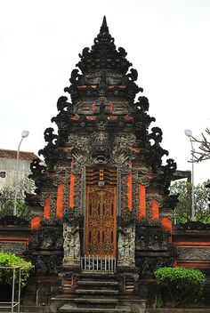 JULIE SARTONI: The History of Traditional Architecture Balinese