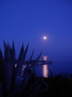 Full moon on a sultry summer night. Fool Moon, Beautiful Moon, Super Moon, Stars At Night, Espanto, Andalucia, Summer Nights, Granada, Shades Of Blue