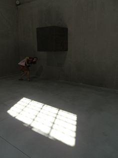 O9 - Cisterna - Un metro cubo di terra sospeso Terra, Cuba, Tile Floor, Prada, Flooring, Texture, Crafts, Manualidades, Tile Flooring