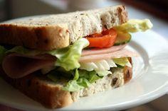 Selecionamos algumas receitas de sanduíches naturais de baixa caloria com ingredientes frescos e saborosos e queijos light como ricota, minas e cottage.