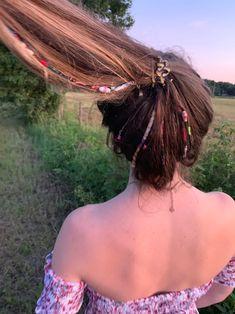 現在、この商品の在庫はありません - Sie sind an der richtigen Stelle für decor Hier bieten wir Ihnen die schönsten Bilder mit dem g - String Hair Wraps, Thread Hair Wraps, Boho Hairstyles, Summer Hairstyles, 1990 Style, Hair Threading, Hippie Hair, Hair Beads, Hair With Beads