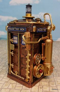 Steampunk TARDIS ASDFGHJKL I ordered ten's sonic screwdriver, it lights up, makes the pulsing sound, and has an invisible ink pen (which you can see with the light)