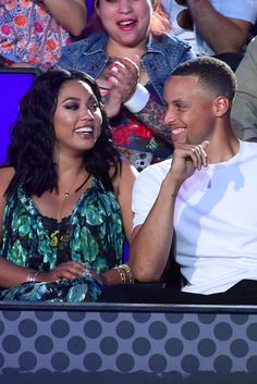 When it comes to NBA couples, Stephen Curry and his wife Ayesha's love is a slam dunk. The pair met at church when they were teenagers, and though they didn't Stephen Curry Eyes, Stephen Curry Wife, Stephen Curry Quotes, Stephen Curry Family, The Curry Family, Stephen Curry Pictures, Ayesha And Steph Curry, Ayesha Curry, Stephen Curry Haircut