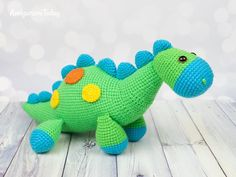 Amigurumi dinosaur crochet pattern - Amigurumi Today Are you on the hunt for a cute amigurumi dinosaur pattern? Our crochet dinosaur catches your eye straightaway. This bright amigurumi dino can be a perfect playmate for your little one. Crochet Dinosaur Pattern Free, Crochet Penguin, Crochet Elephant, Crochet Animal Patterns, Stuffed Animal Patterns, Crochet Patterns Amigurumi, Amigurumi Doll, Crochet Animals, Crochet Dolls