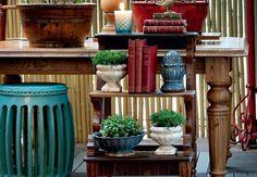 Meu jardim é aqui dentro. Já pensou em decorar o seu jardim com cachepots? Com uma atmosfera totalmente fresh, estes acessórios feitos em cerâmica colorida e rico em detalhes, são perfeitos para compor todos os cantinhos do seu lar.