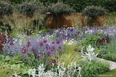 Créer un beau parterre de fleurs ou massif de vivace, en 7 étapes simples - Promesse de Fleurs