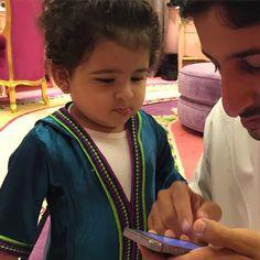 Nouf bint Juma bin Dalmook Al Maktoum con su padre, Juma bin Dalmook bin Juma Al Maktoum, 23/06/2015. Vía: mrs_almaktoum