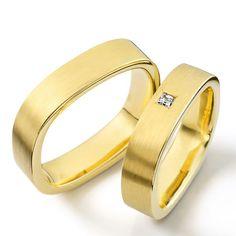 Modernas argollas diseño semi cuadrado en oro amarillo de 18 y diamante Bijoux Louis Vuitton, Wedding Rings, Wedding Stuff, Rings For Men, Engagement Rings, Jewelry, Jewels, Templates, Garnet