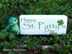 Patrick's day from Mystic Reflections. Polymer Clay Creations, Mystic, Reflection, Christmas Ornaments, Holiday Decor, Happy, Xmas Ornaments, Christmas Jewelry, Ser Feliz