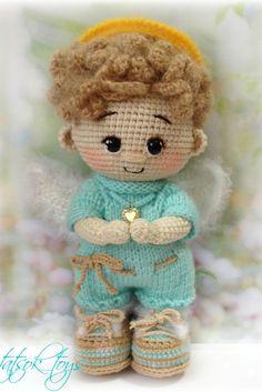 PDF Мастер-класс по вязанию куклы пупса в костюме ангела #схемыамигуруми #амигуруми #вязаныеигрушки #вязанаякукла #amigurumipattern #crochetdoll #amigurumidoll Angel Crochet Pattern Free, Doll Amigurumi Free Pattern, Crochet Bookmark Pattern, Crochet Angels, Crochet Amigurumi Free Patterns, Crochet Doll Pattern, Crochet Vs Knit, Crochet Parrot, Crochet For Boys