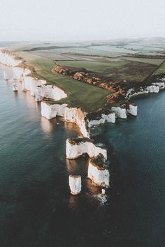 lsleofskye Old Harry Rocks ryansheppeck via motivationsforlife Places To Travel, Places To See, Travel Things, Magic Places, Nature Photography, Travel Photography, Drone Photography, People Photography, Harry Rocks