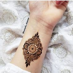 Henna Hand Designs, Mehndi Designs Finger, Pretty Henna Designs, Modern Henna Designs, Henna Tattoo Designs Simple, Latest Bridal Mehndi Designs, Full Hand Mehndi Designs, Mehndi Designs For Fingers, Dulhan Mehndi Designs