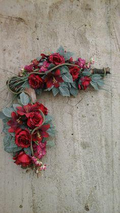Grave Flowers, Funeral Flowers, Grave Decorations, Ikebana, Christmas Wreaths, Floral Wreath, Holiday Decor, Flower Arrangements, Urn