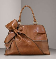 Side Bow zip top Satchel from Valentino collection. all things Valentino ! Fashion Bags, Fashion Accessories, Style Fashion, Fashion Ideas, Big Fashion, Fashion Shoes, Color Type, Sac Week End, Mode Inspiration