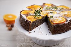 Rezept für einen Orangen Mohn Kuchen. Der Orangen Mohn Kuchen schmeckt wunderbar frisch und passt zu einer Tasse Kaffee oder Tee.