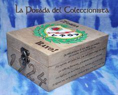 Caja pirograbada y pintada a mano de Rayo Vallecano. Si quieres hacernos una consulta o pedido puedes escribirnos un privado a nuestro facebook o un email a laposadadelcoleccionista@gmail.com