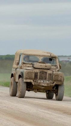 Land Rover (Series & Defenders) and more stuff I like. Pick Up 4x4, 4x4 Wheels, Land Rover Series 3, Offroader, Suv Trucks, Off Road Adventure, Expedition Vehicle, Land Rover Discovery, Automobile