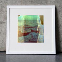 """Die Serie """"Winter"""" besteht aus verschiedenen Landschaftsbildern. Die Bilder sind im Polaroidverfahren auf alte Filme aufgenommen. Dadurch entsteht der leicht verschwommene und schleierhafte Charakter, der an Aquarelle oder impressionistische Gemälde erinnert. Die Bilder wirken wie Traumsequenzen.ProduktAuflage: 5 Stück je Fotografie (Unikate)Fotografien: 180 x 170 mmPassepartout Max Aab: 300 x 300 x 3 mmRahmen weiß lackiert Max Aab: 300 x 300 mmRahmendeckel: nummeriert & signiert"""