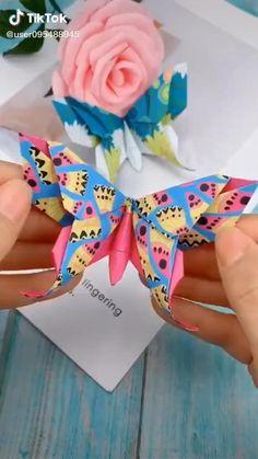 Paper Flowers Craft, Paper Crafts Origami, Diy Crafts For Gifts, Paper Crafts For Kids, Diy Crafts Hacks, Diy Arts And Crafts, Flower Crafts, Creative Crafts, Paper Crafting