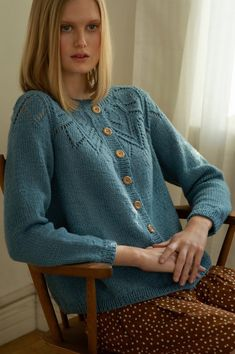 Free Knitting Pattern For A Women's Lace Yoke Cardigan Pretty - kostenlose strickmuster für eine damen spitze joch strickjacke hübsch - modèle de tricot gratuit pour un cardigan à empiècement en dentelle pour femmes Ladies Cardigan Knitting Patterns, Free Knitting Patterns For Women, Knit Cardigan Pattern, Lace Knitting Patterns, Lace Cardigan, Knitting Designs, Cardigan Design, Shawl Patterns, Cardigan En Maille