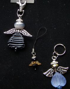 llaveros para celular, para bolso y llaves fabricados en resina y metal.