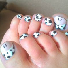 I conquered the pig toes maybe now I should try the cow toes Cute Pedicure Designs, Toe Nail Designs, Pig Nails, Tina's Nails, Toenails, Cute Pedicures, Animal Nail Art, Nails For Kids, Feet Nails