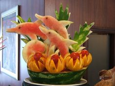 On-board Fruit Carving Photo: This Photo was uploaded by nariznada. Find other … On-board Fruit Carving Photo: This Photo was … Watermelon Art, Watermelon Carving, Fruit Decorations, Food Decoration, Food Sculpture, Fruit And Vegetable Carving, Food Carving, Food Garnishes, Carving Designs