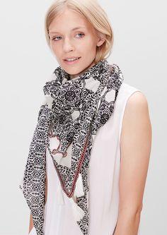 Etno šátek se střapci