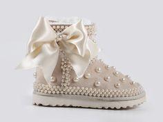 Bebek UGG Bot, Çoçuk UGG Bot, Tasarım Ayakkabı #baby #babywear #babycouture #cute #couture #kids #kidsfashion #couturekids #babyshoes #designshoes #designkids #picoftheday #kucukhanimingardrobu  #uggs #babyuggs #designshoes #designuggs