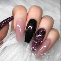 Nail art is a very popular trend these days and every woman you meet seems to have beautiful nails. It used to be that women would just go get a manicure or pedicure to get their nails trimmed and shaped with just a few coats of plain nail polish. Coffin Nails Glitter, Fall Acrylic Nails, Coffin Nails Long, Trendy Nails, Cute Nails, Diy Ongles, Gel Nail Designs, Nails Design, Acrylic Nail Designs Glitter