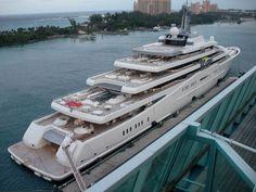 Lors de vos vacances, vous avez pu en apercevoir, dans les marinas, ou ancrés au large. Voici quelques uns des plus gros yacht privés au monde. Avec entre autre le Azzam, de la famille royale d'Arabie Saoudite, qui, avec ses 180 mètres a détrôné l'Eclipse du milliardaire russe Roman Abramovitch.