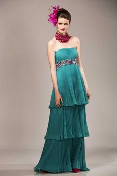Lagoon green dress with fuschia necklace | Anne-Sophie SMARTSHOPPING