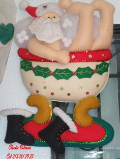 DECORAR TALLER DE MANUALIDADES: SANTA BIENVENIDOS Felt Christmas, Country Christmas, Christmas Projects, Christmas Humor, Handmade Christmas, Xmas, Christmas Ornaments, Christmas Ideas, Felt Decorations