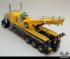 I love a good LEGO build, and this is one of the more impressive designs I've seen in a while. This awesome LEGO Peterbilt tow truck is so detailed that you might just think it was the real thing. Peterbilt, Lego Truck, Toy Trucks, Legos, Lego Autos, Lego Hacks, Hot Wheels, Model Truck Kits, Freight Truck